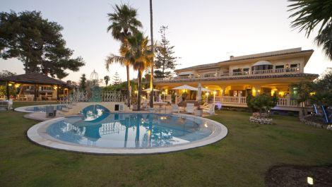 Villa de 7 dormitorios en venta en Puerto Banús – R3454348