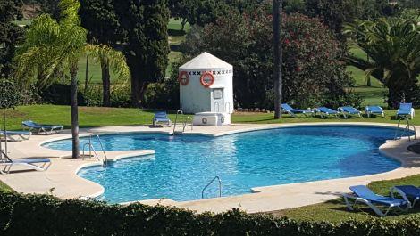 Apartamento de 3 dormitorios en venta en Marbella – R3535243