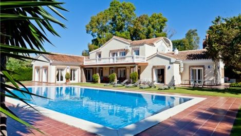 6 bedroom Villa for sale in Estepona – R895269