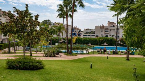 2 bedroom Apartment for sale in Puerto Banús – R3500263 in