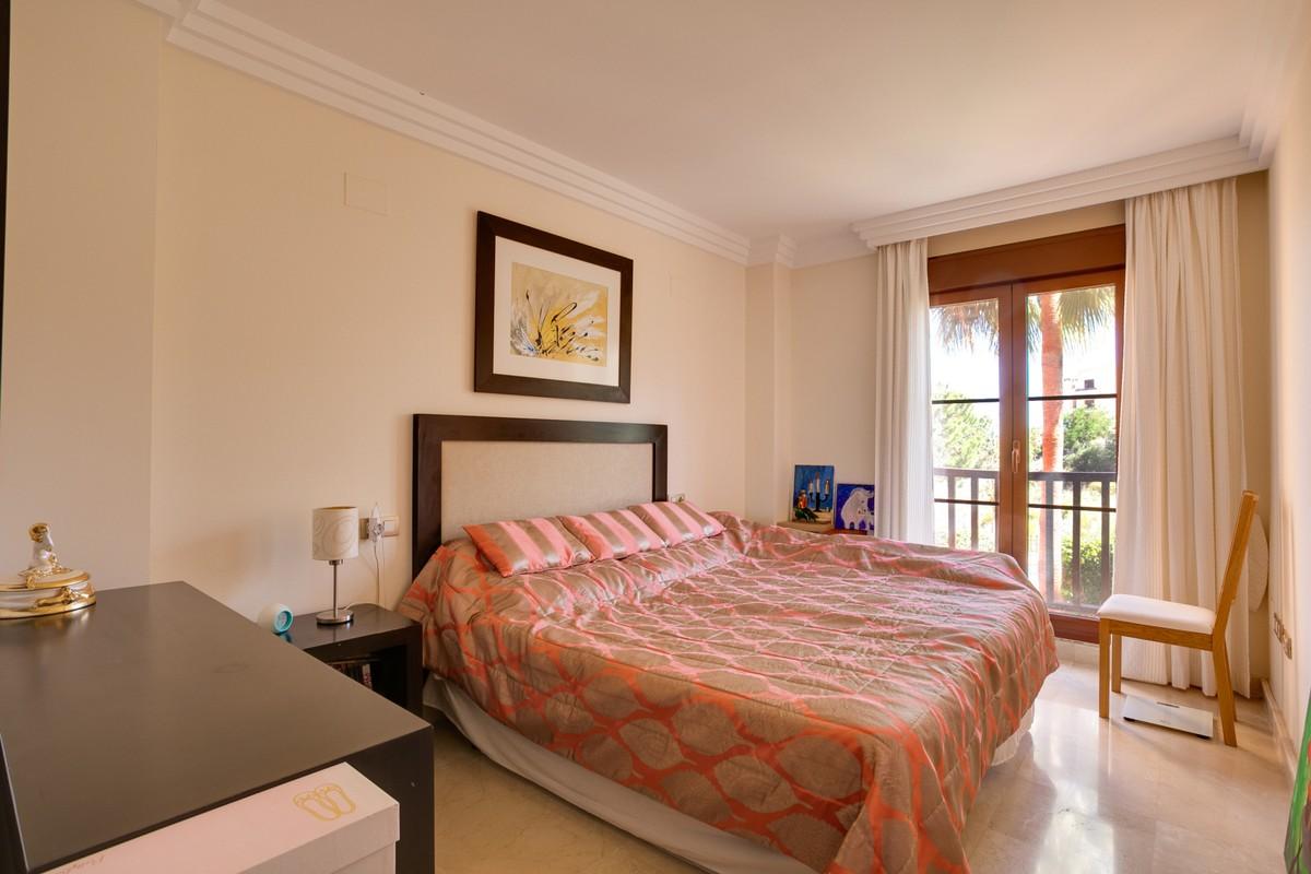 Apartamento de 2 dormitorios en venta en Benahavís – R3426619