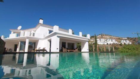 Villa de 7 dormitorios en venta en La Quinta – R3646625