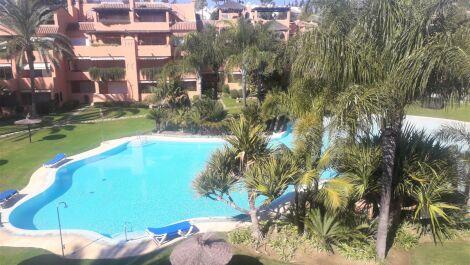 Atico de 3 dormitorios en venta en Guadalmina Baja – R3649541 en