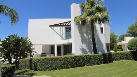5 bedroom Semi-detached for sale in Sierra Blanca – R3658064 in