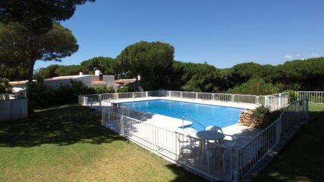 Villa de 3 dormitorios en venta en Calahonda – R3671414