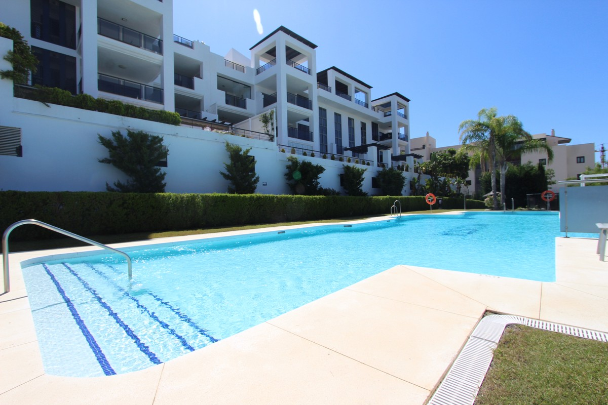 2 bedroom Apartment for sale in Benahavis – R3641276
