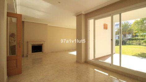 Adosado de 3 dormitorios en venta en Selwo – R3652139 en