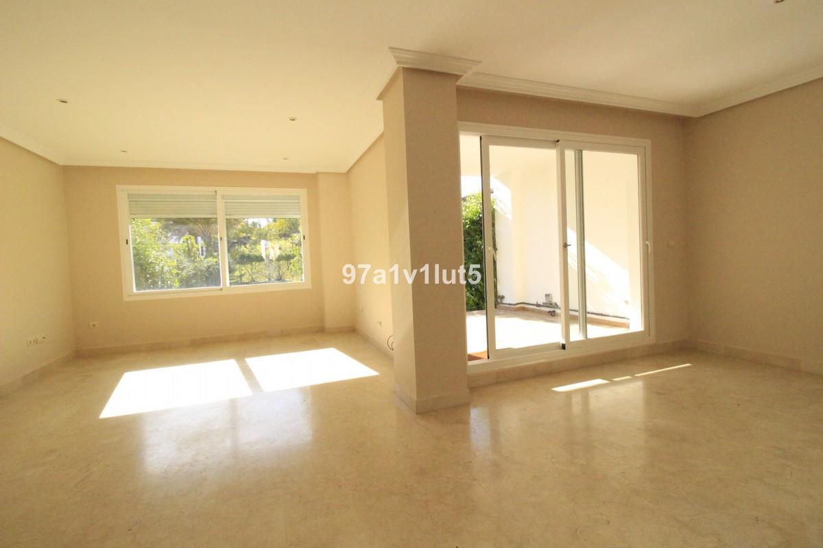 Adosado de 3 dormitorios en venta en Selwo – R3652139