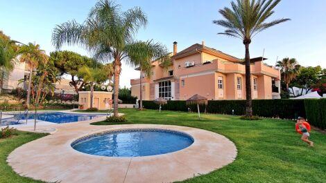 Apartamento de 2 dormitorios en venta en Elviria – R3669365