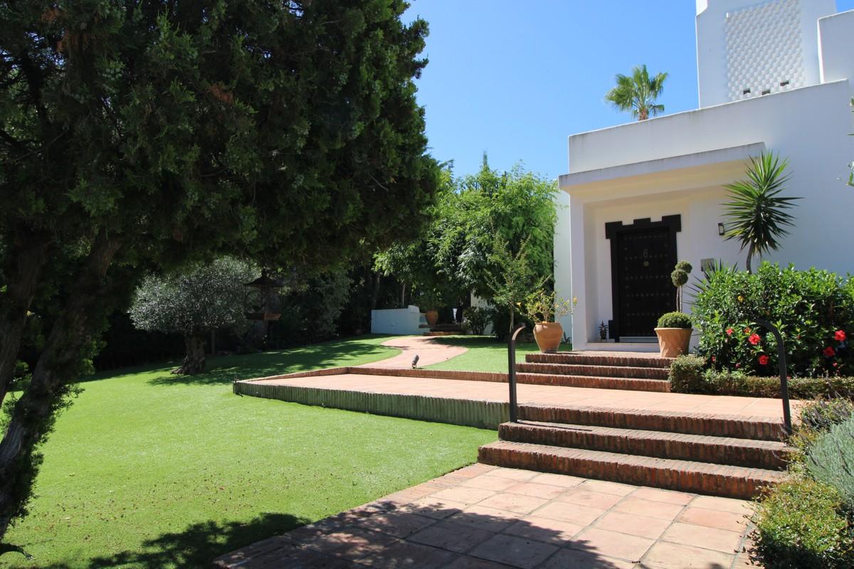 6 bedroom Villa for sale in Sotogrande Costa – R3666734