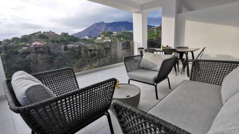 Atico de 2 dormitorios en venta en Estepona – R3646304
