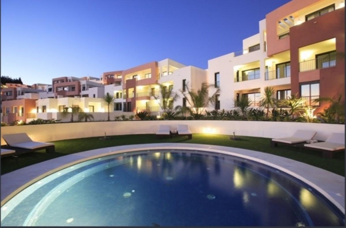Apartamento de 2 dormitorios en venta en Marbella – R3568885