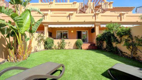 Adosado de 3 dormitorios en venta en Estepona – R3606350