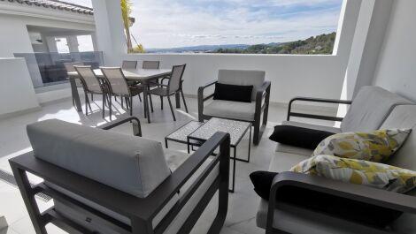 Apartamento de 2 dormitorios en venta en Estepona – R3646670