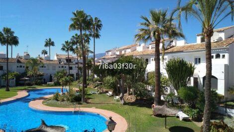 Adosado de 3 dormitorios en venta en Estepona – R3636824