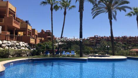 Atico de 2 dormitorios en venta en Reserva de Marbella – R3607136 en
