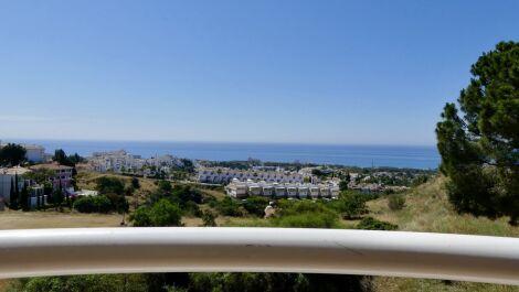 Apartamento de 3 dormitorios en venta en Calahonda – R3649871