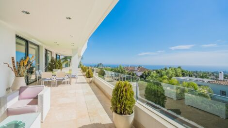 5 bedroom Penthouse for sale in Marbella – R3640784