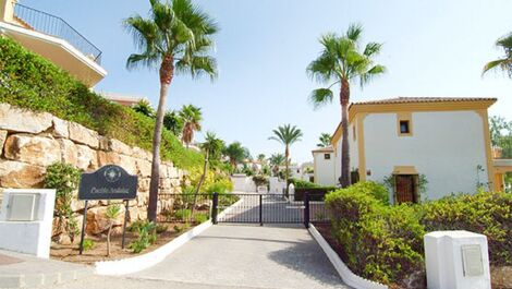 4 bedroom Villa for sale in Estepona – R3634058