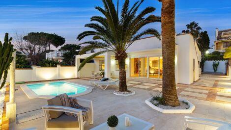 Villa de 4 dormitorios en venta en Costabella – R3604418 en