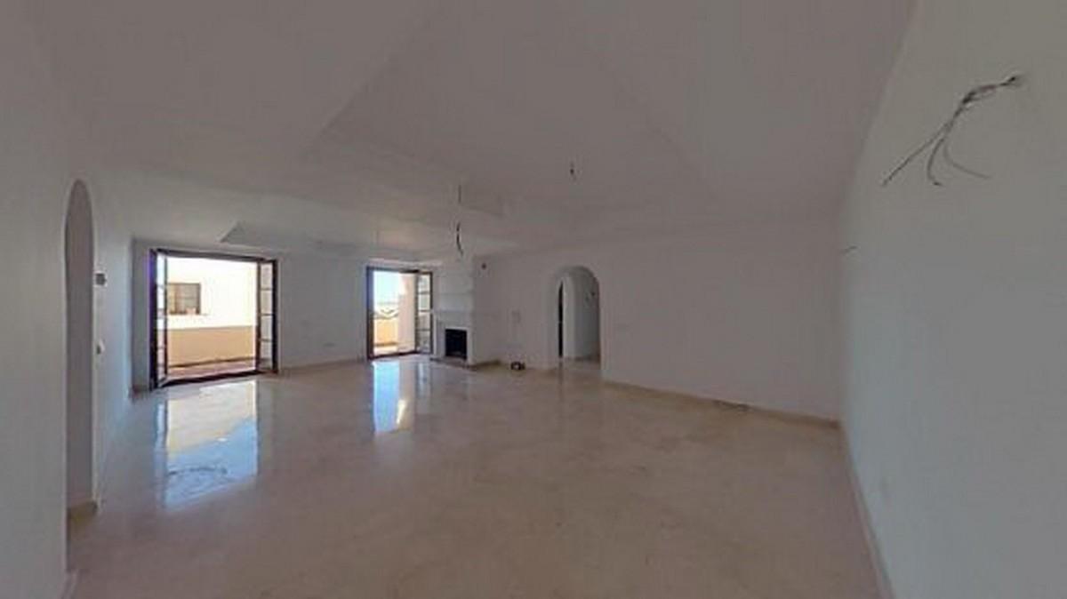 3 bedroom Apartment for sale in Benahavis – R3639152
