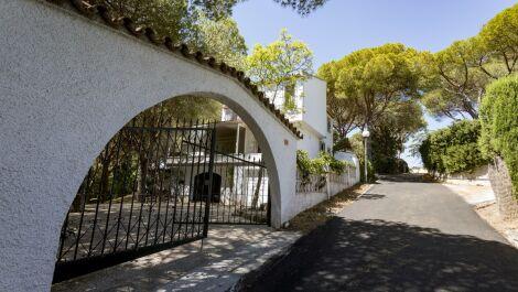 5 bedroom Villa for sale in Calahonda – R3644462 in