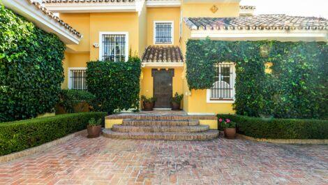 Villa de 5 dormitorios en venta en Guadalmina Baja – R3638876 en