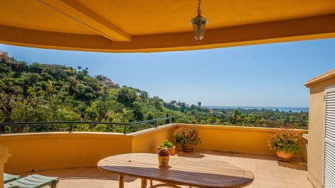 Apartamento de 2 dormitorios en venta en Elviria – R3596251