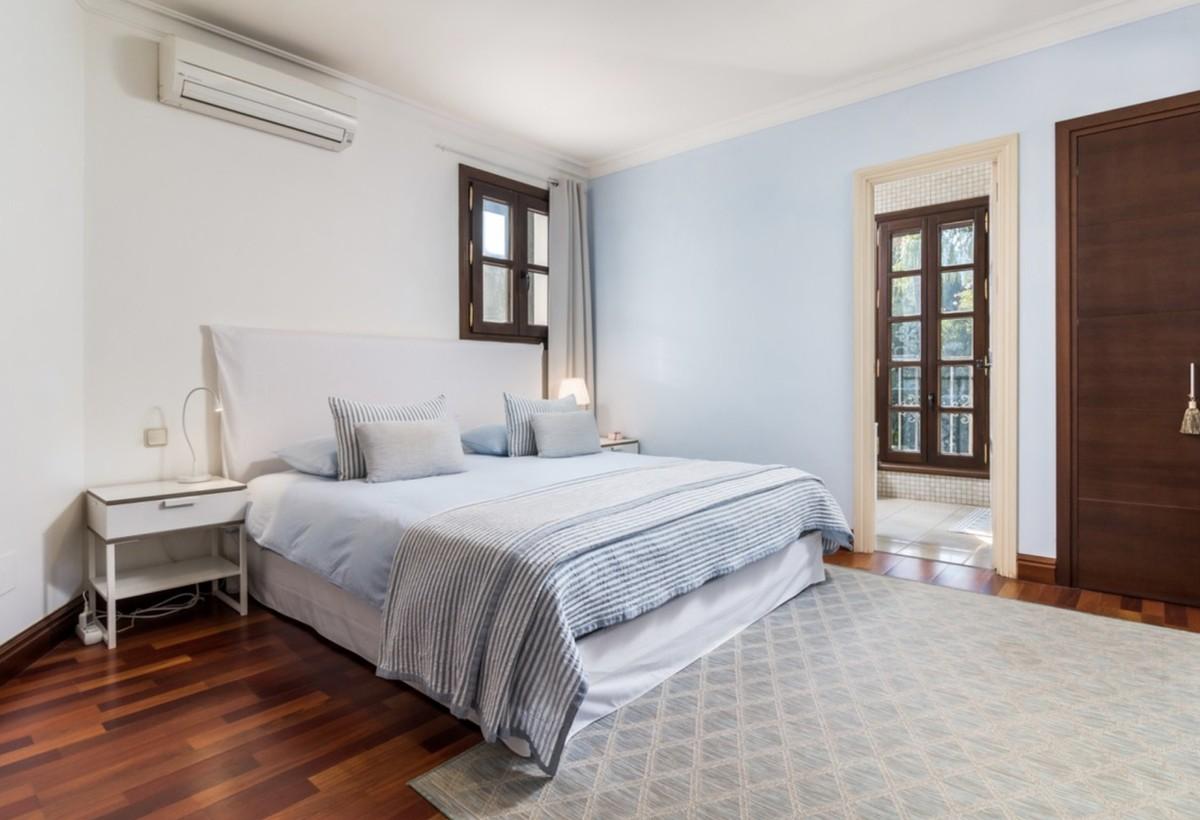 5 bedroom Villa for sale in Sierra Blanca – R3640955