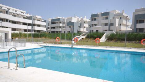 Apartamento de 3 dormitorios en venta en Estepona – R3663158