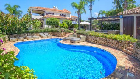 5 bedroom Villa for sale in Elviria – R3633830