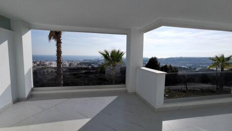 Apartamento de 2 dormitorios en venta en Estepona – R3645902