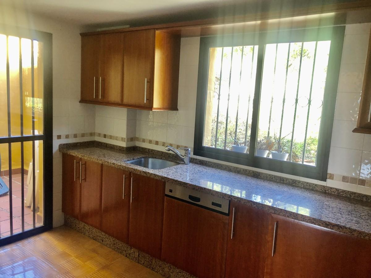 Apartamento de 3 dormitorios en venta en Selwo – R3646049