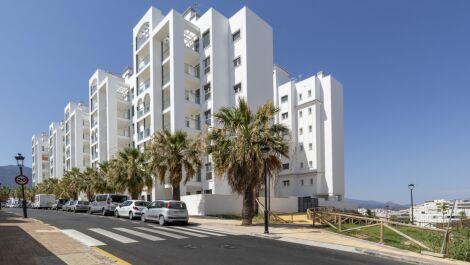 Apartamento de 3 dormitorios en venta en Estepona – R3672071