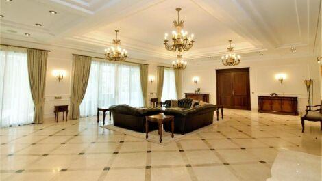 Villa de 6 dormitorios en venta en Guadalmina Baja – R3630113