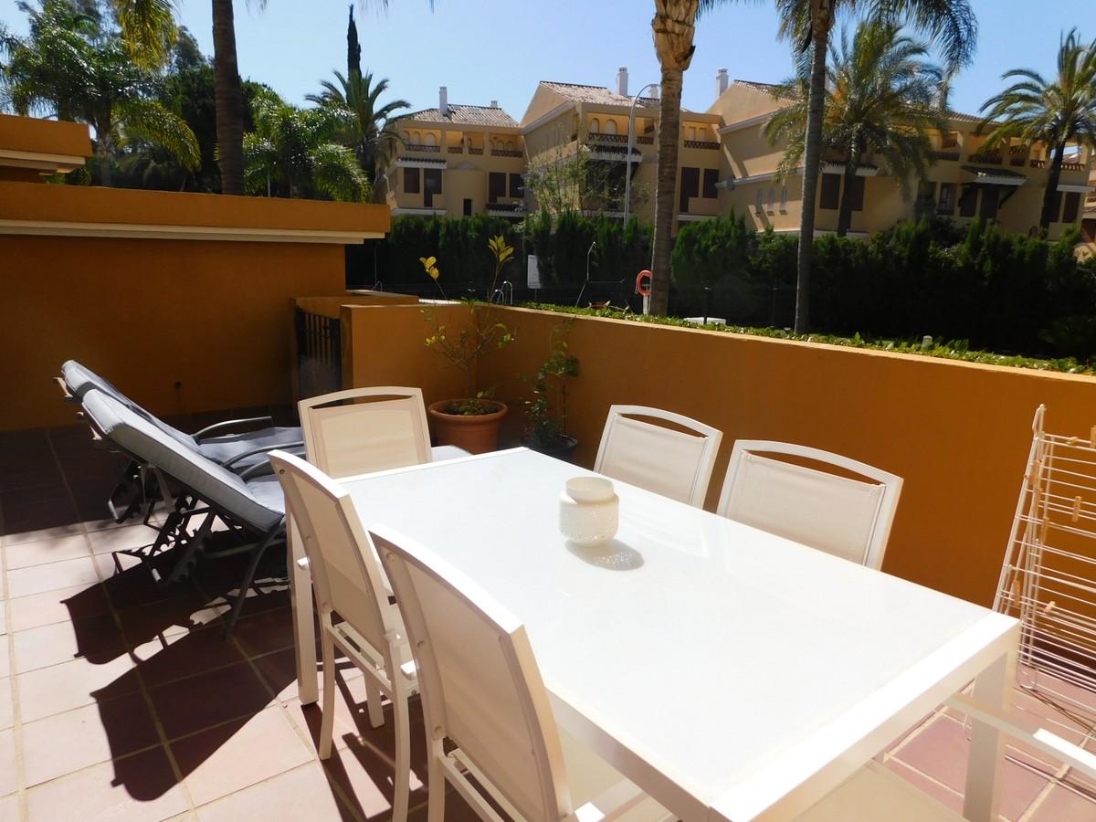 3 bedroom Apartment for sale in Elviria – R3657410