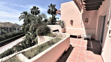 Atico de 2 dormitorios en venta en Marbella – R3657446