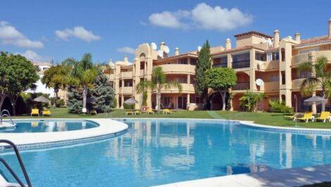 Apartamento de 3 dormitorios en venta en Calahonda – R3654899 en