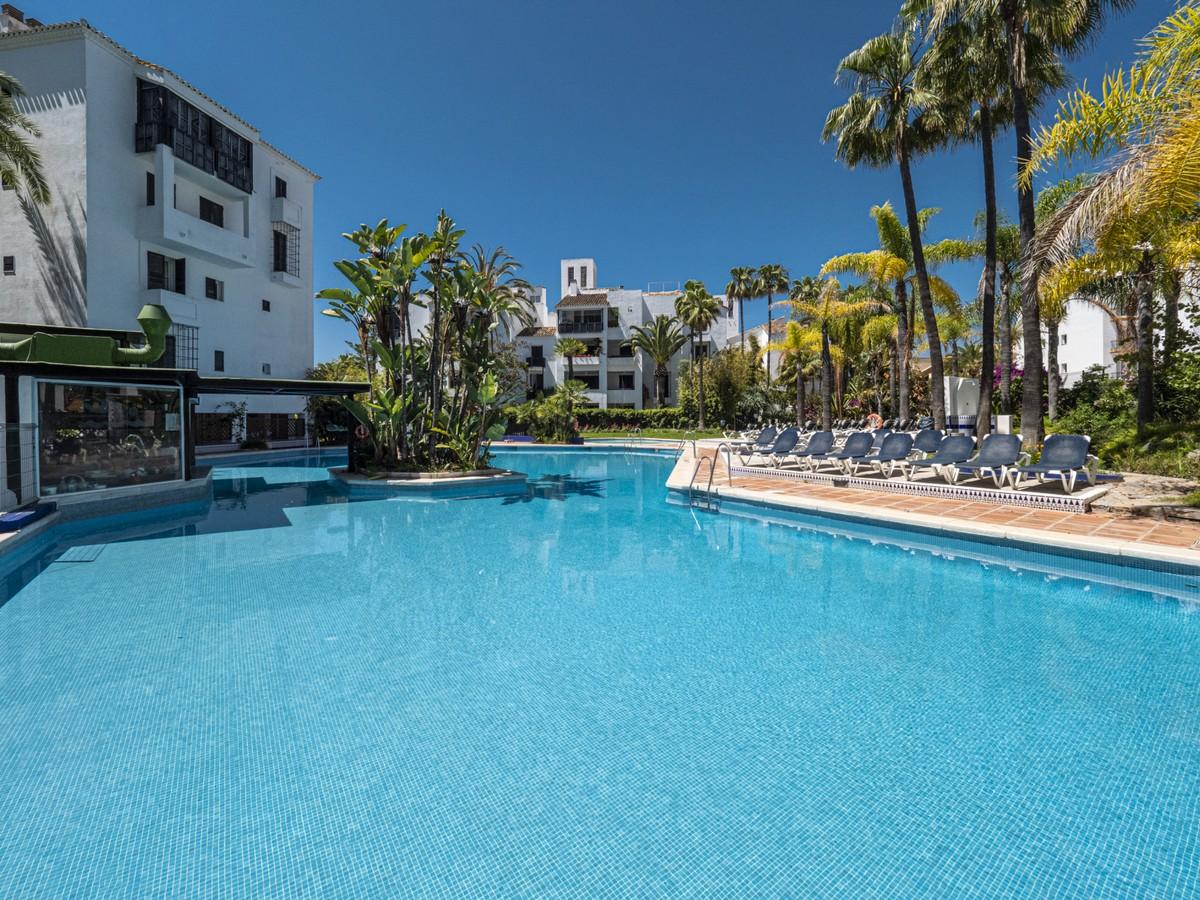 3 bedroom Apartment for sale in Elviria – R3644339
