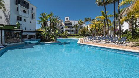 Apartamento de 3 dormitorios en venta en Elviria – R3644339