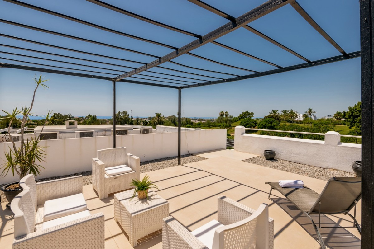 2 bedroom Penthouse for sale in Benahavis – R3669416