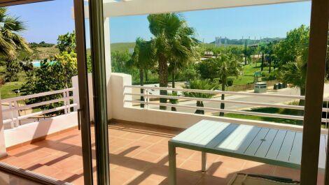 Apartamento de 2 dormitorios en venta en Estepona – R3648992
