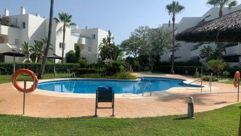 Apartamento de 2 dormitorios en venta en Guadalmina Baja – R3661181 en