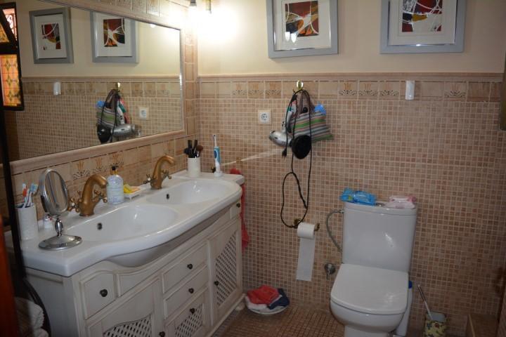 Villa de 6 dormitorios en venta en Las Chapas – R2722121