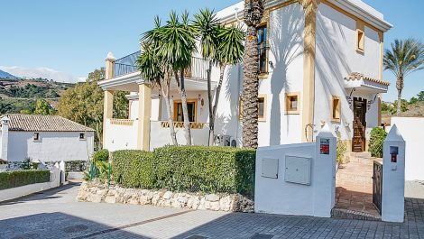 5 bedroom Villa for sale in New Golden Mile – R3348226 in