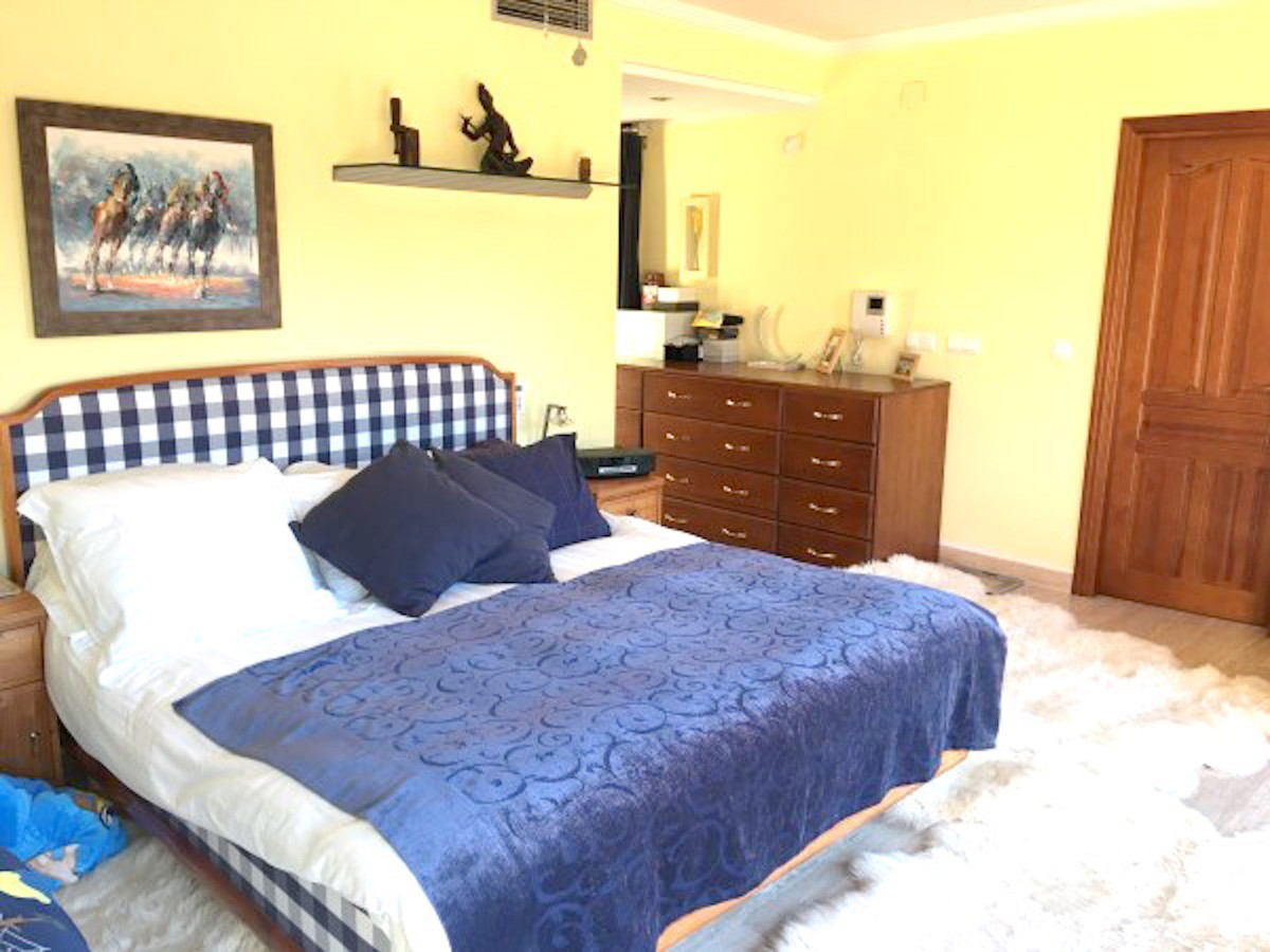Villa de 4 dormitorios en venta en El Rosario – R3387625