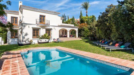 Villa de 6 dormitorios en venta en Guadalmina Alta – R3199162 en