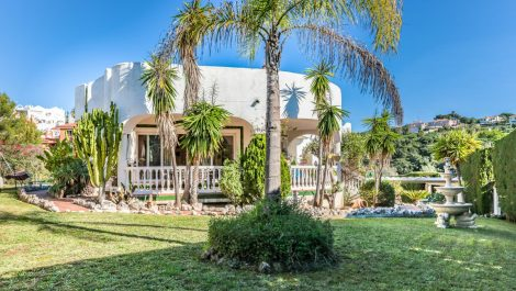 Villa de 4 dormitorios en venta en Reserva de Marbella – R3325165 en