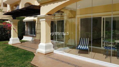Apartamento de 2 dormitorios en venta en Elviria – R3418759 en