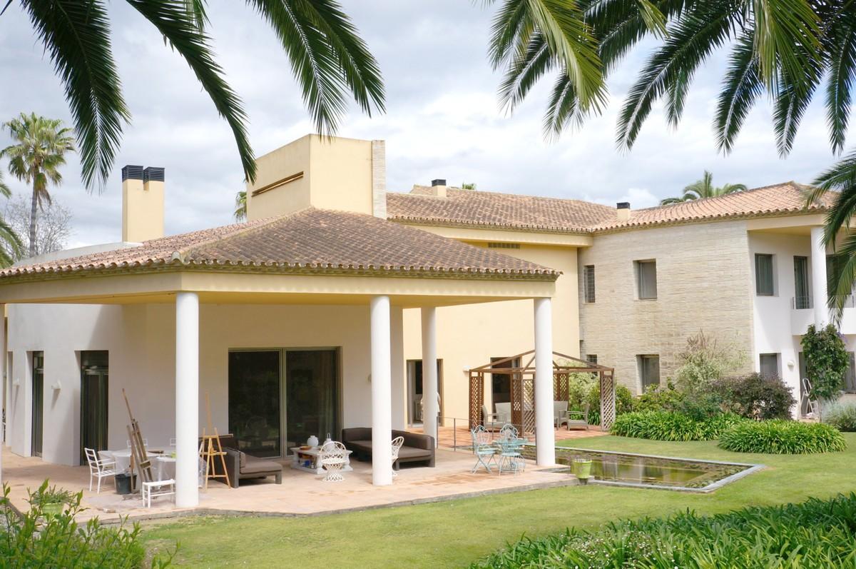 6 bedroom Villa for sale in Sotogrande Costa – R3400987